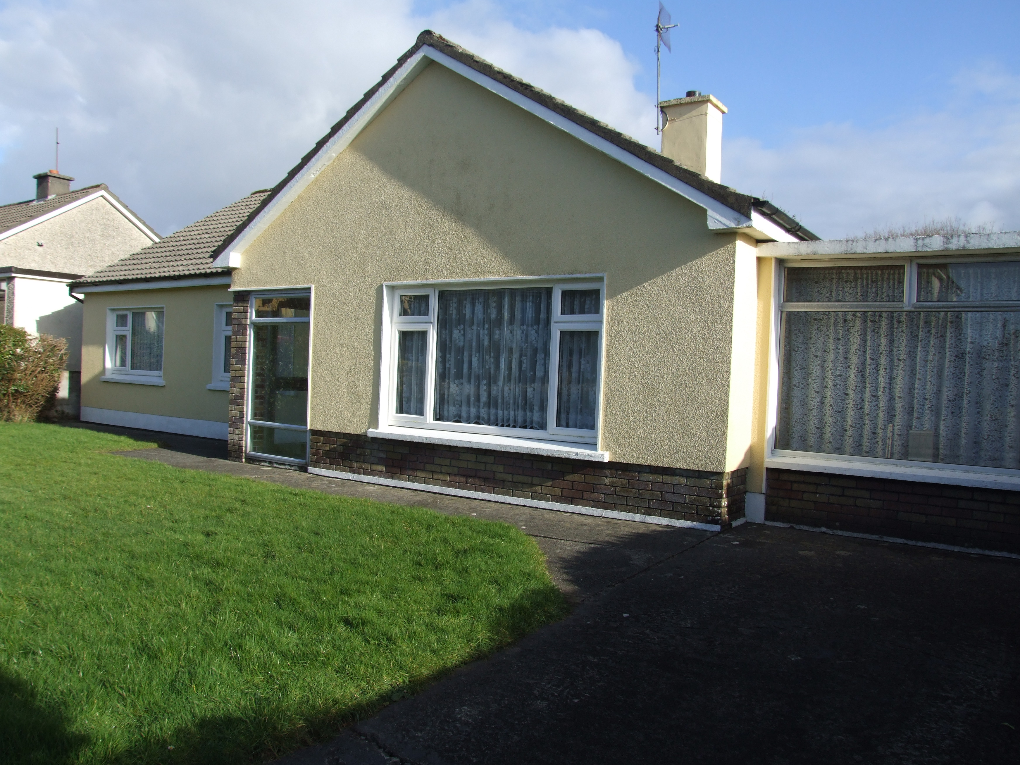 5A Racecourse Lawn, Oakpark, Tralee, Co. Kerry.