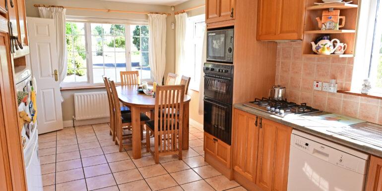 25 Kitchen Area 2 0185