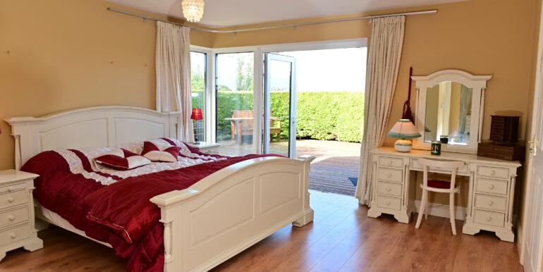 28 Large Master Bed room 160