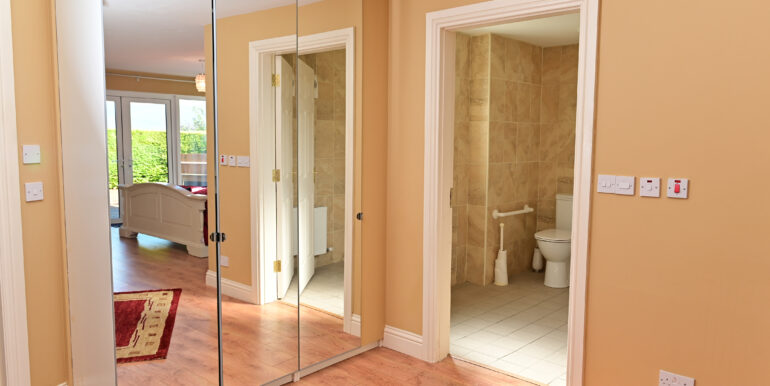 32  M Bedroom and Un-suite 0173